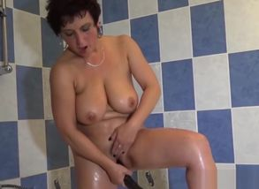 Mature dame pleasuring new vulvas