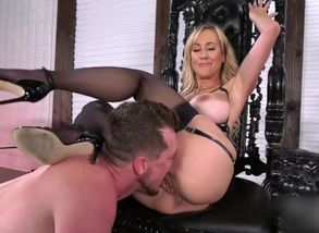 Brandi Enjoy muff eat female domination