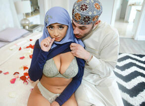 Violet Myers in Childbearing Hijab..