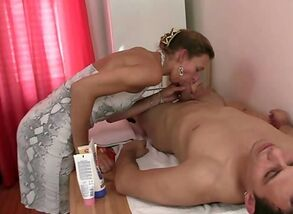 masseur getting her unshaved fuck-hole..
